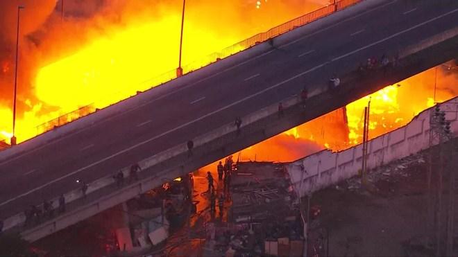 Fogo na Ponte do Jaguaré — Foto: Reprodução/TV Globo