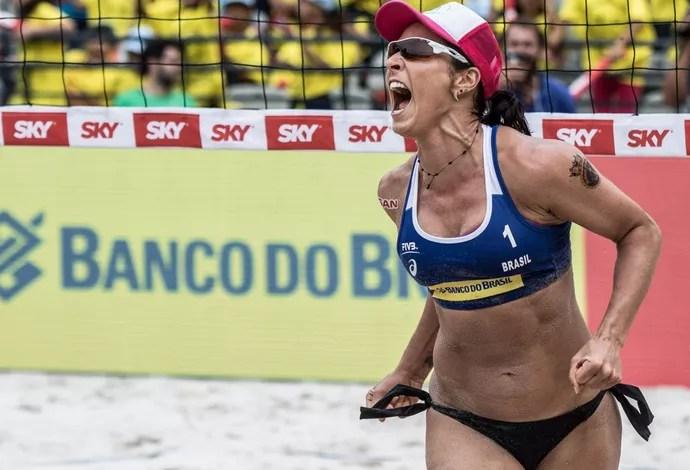 Ágatha vibra com título da etapa do Rio do Circuito Mundial (Foto: Divulgação MPIX/CBV)