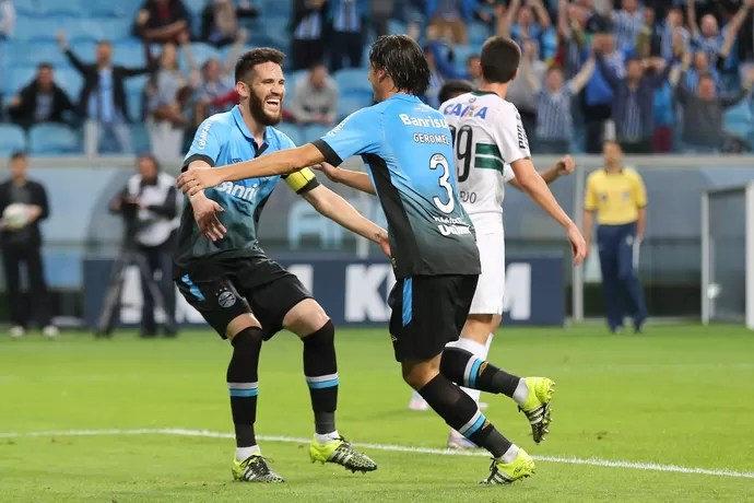 Grêmio x Coritiba - gol (Foto: PEDRO H. TESCH - Agência Estado)