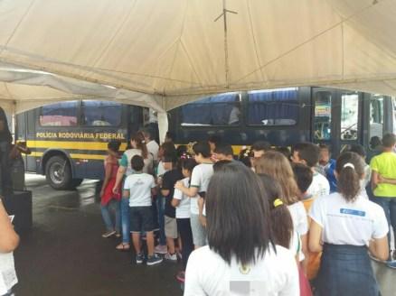 Ação do Maio Amarelo com alunos do Sertão (Foto: Polícia Rodoviária Federal/Divulgação)