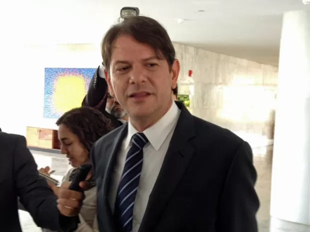 O governador do Ceará, Cid Gomes, concede entrevista após se reunir com a presidente Dilma Rousseff no Palácio do Planalto (Foto: Filipe Matoso / G1)