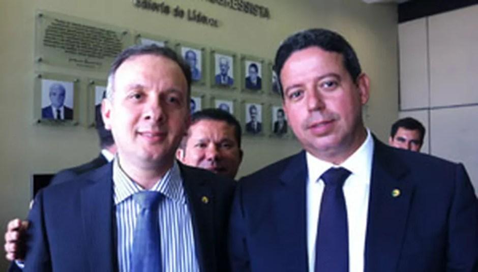 Os deputados Aguinaldo Ribeiro (esq.) e Arthur Lira — Foto: Natalia Godoy / G1
