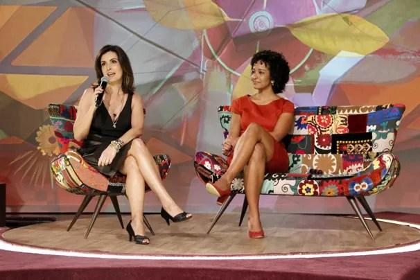Fátima Bernardes e a repórter Aline Prado respondem a perguntas da imprensa brasileira (Foto: Nathalia Fernandes/TV Globo)