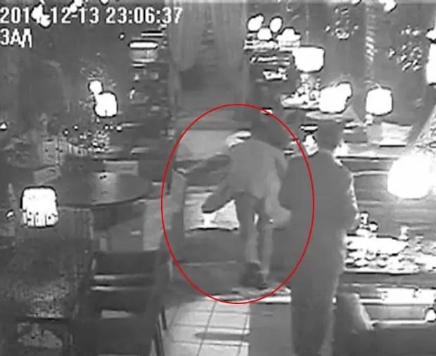 Diplomata polonês Witold Misiak foi filmado bêbado em restaurante. (Foto: Reprodução)