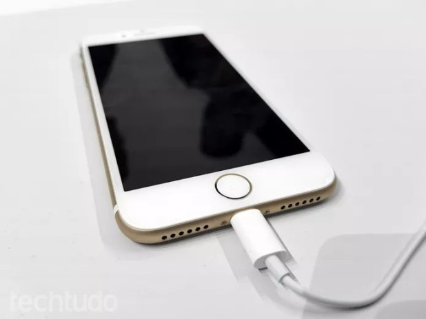 Recarga iPhone 7 (Foto: Thássius Veloso/TechTudo)