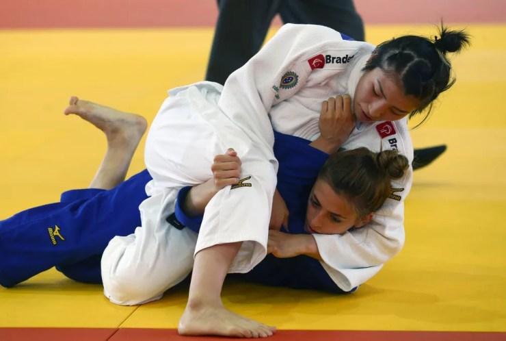 Gabriela Chibana e Ashlyn White Aberto de Lima Peru Judô — Foto: EFE/Ernesto Arias