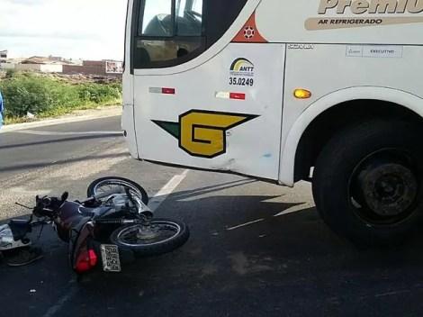 Acidente ocorreu na manhã deste sábado (26) (Foto: Divulgação / PRF)