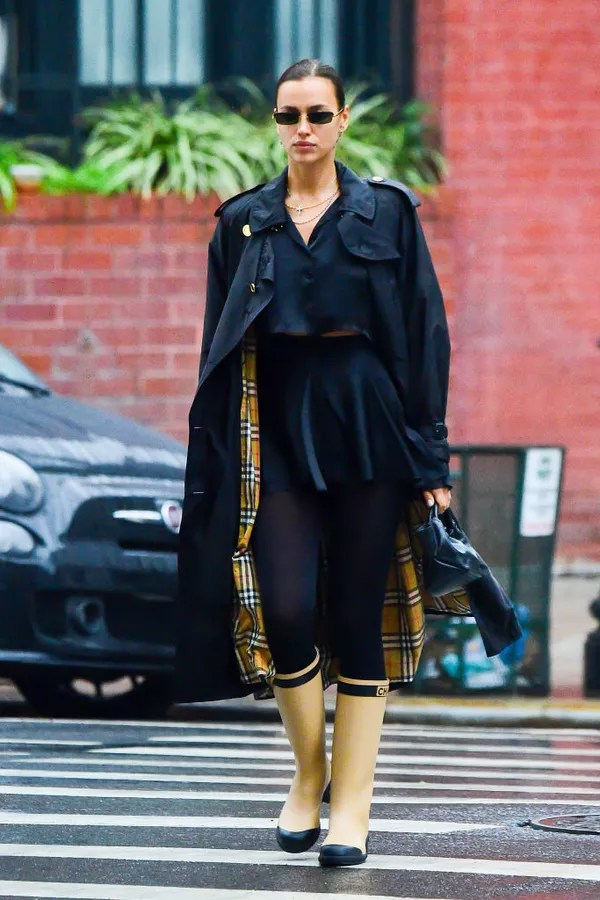 NEW YORK, NY - OCTOBER 28: Model Irina Shayk is seen walking in the rain on October 28, 2020 in New York City.  (Photo by Raymond Hall/GC Images) (Photo: GC Images)