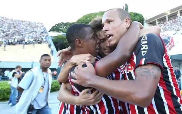 Jogadores do São Paulo comemoram gol (Foto: Marcos Ribolli)