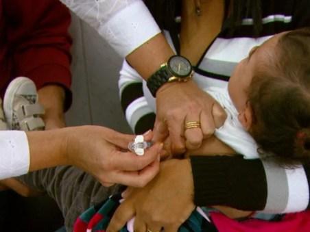 Vacina está disponível nos quatro postos de saúde de Ribeirão Bonito  (Foto: Paulo Chiari/EPTV)