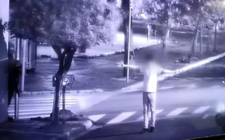 Homem é feito refém no centro de Iracemápolis durante ataque a banco — Foto: Reprodução/EPTV