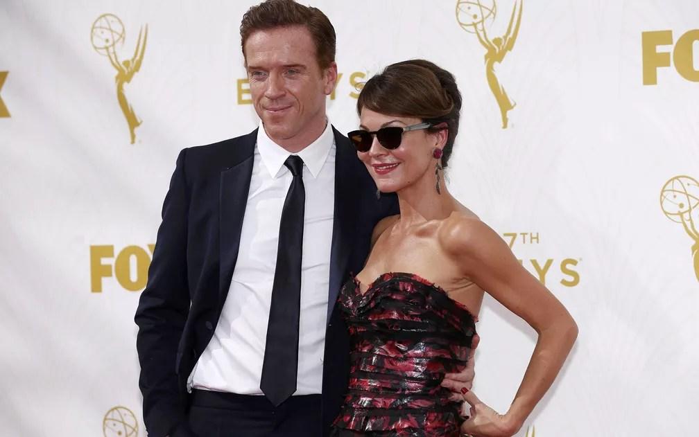 Damian Lewis e sua mulher, a atriz Helen McCrory, chegam ao 67º Primetime Emmy Awards em Los Angeles — Foto: REUTERS/Mario Anzuoni