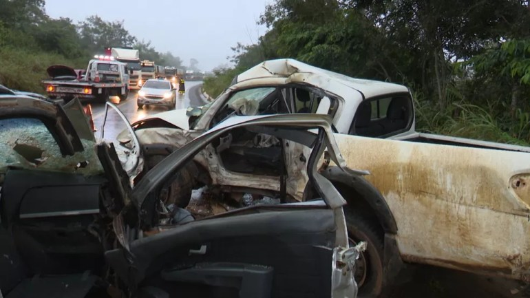 Com a colisão, via precisou ser interditada nos dois sentidos, formando pelo menos 2Km de congestionamento.  — Foto: Ricardo Araújo/Rede Amazônica