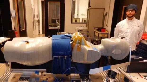 Boneca Helga participará de missão não tripulada para medir efeito da radiação sobre corpos — Foto: Divulgação/ESA