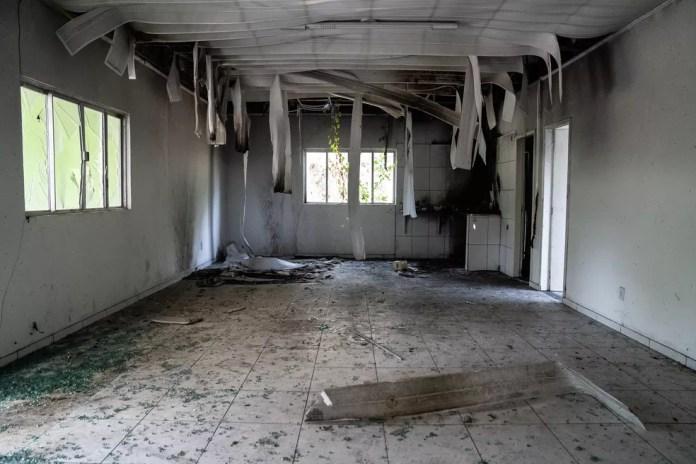 Parte interna do prédio queimada; responsáveis não foram identificados — Foto: Fábio Tito/G1