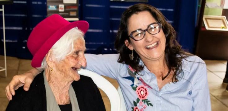 A atriz Cida Mendes (à dir.) é a homenageada da edição 2018 do Festival de Arte e Cultura de Pará de Minas (Foto: Prefeitura de Pará de Minas/Divulgação)