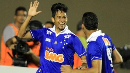 Lucca gol Cruzeiro x Atlétic-GO (Foto: Carlos Costa / Ag. Estado)
