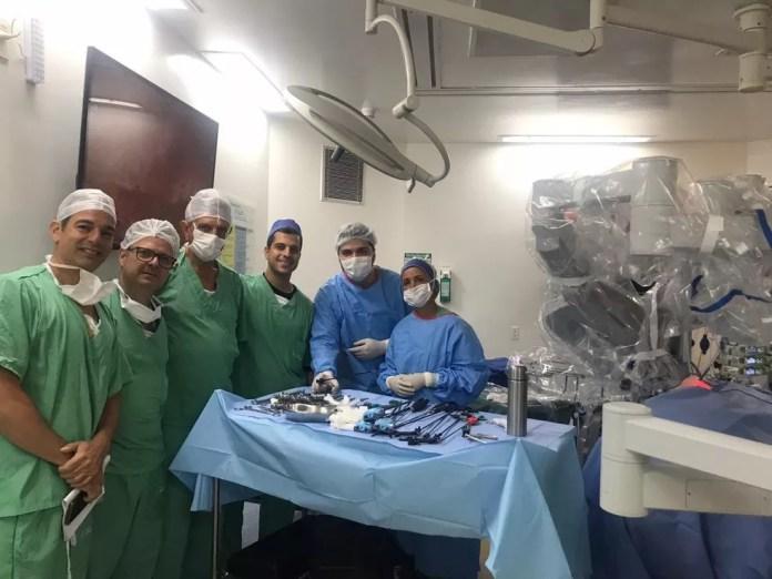 Equipe médica que fez cirurgia de criança de 4 anos que teve tumor retirado em procedimento com auxílio de robô, em Salvador — Foto: Divulgação/IBCR