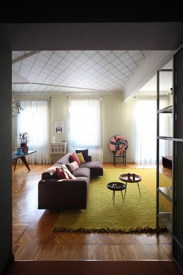 Apartamento exibe cores vibrantes e elegantes em combinações inusitadas (Foto: Carola Ripamonti/ divulgação)