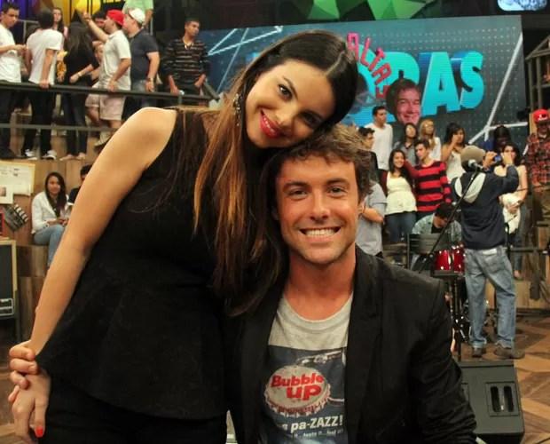 Sthefany e Kayky também falam sobre a exposição da vida pessoal (Foto: TV Globo/Altas Horas)
