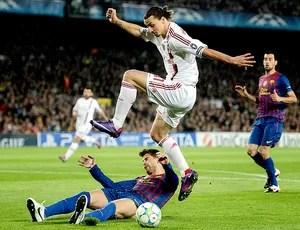 Ibrahimovic na partida do Milan contra o Barcelona (Foto: Getty Images)