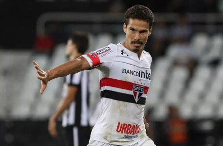 Hernanes comemora gol contra o Botafogo no primeiro turno (Foto: Rubens Chiri/saopaulofc.net)