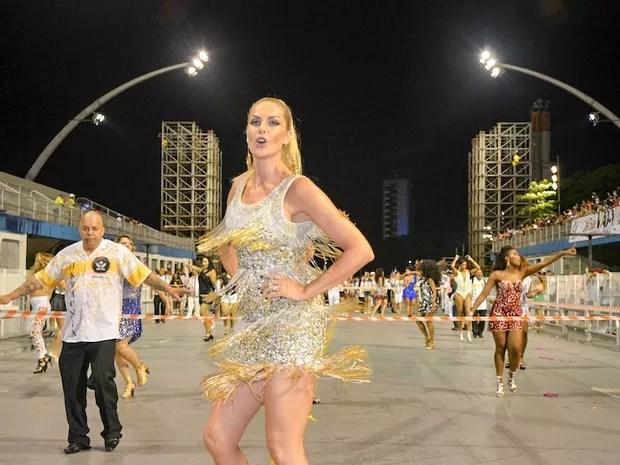 Ana Hickmann no ensaio técnico da Vai-Vai no sambódromo do Anhembi, em São Paulo (Foto: Eduardo Graboski/ Mais Mídia/ Divulgação)