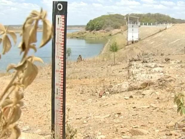 Cidade ao lado de açude que abastece Fortaleza sofre com falta d'água (Foto: Reprodução/TV Verdes Mares)