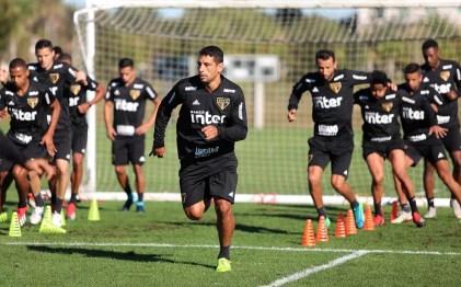 Diego Souza disse que São Paulo teve dificuldades para furar retrancas em 2018 — Foto: Rubens Chiri / saopaulofc.net