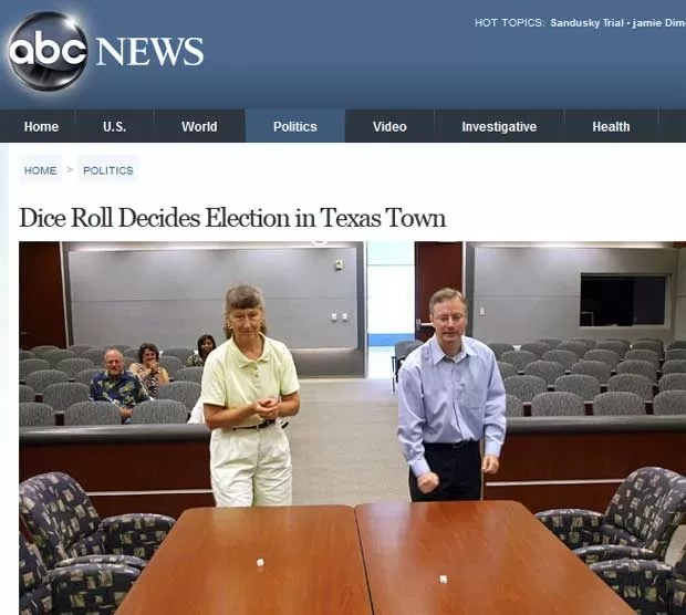 Candidatos a eleição em Webster, Texas, disputam 2º turno com lance de dados (Foto: Reprodução)