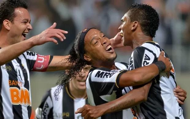Rever, Ronaldinho e Jô, Atlético-MG x São Paulo (Foto: AFP)