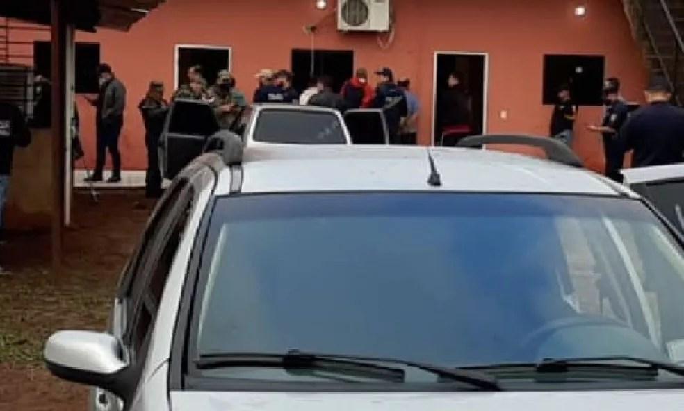 Operação em cidade paraguaia nesta segunda-feira (11) — Foto: Polícia Nacional Paraguaia/Divulgação