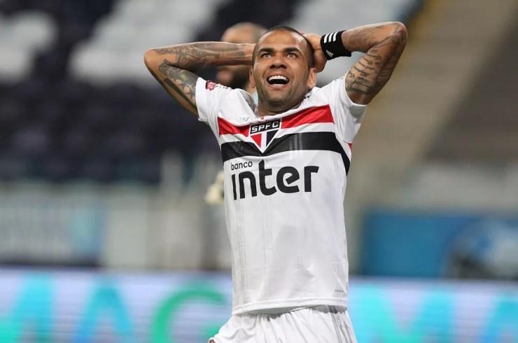 Daniel Alves, do São Paulo, em derrota para o Grêmio — Foto: Rubens Chiri / saopaulofc.net
