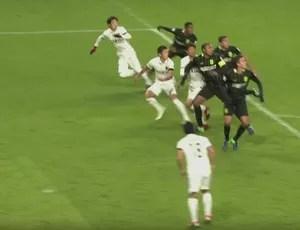 Pênalti árbitro de vídeo Atlético Nacional Kashima Antlers (Foto: Reprodução SporTV)