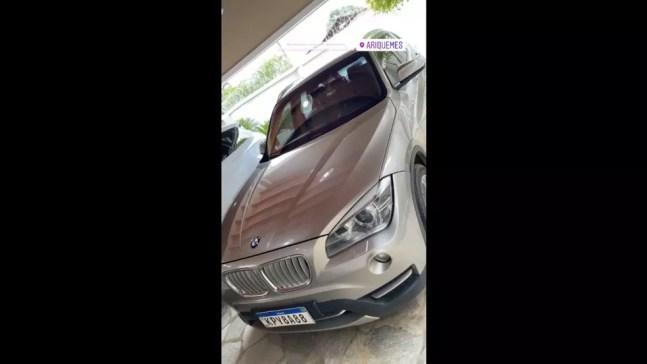 BMW na garagem de um dos investigados pela PF — Foto: Reprodução/Instagram