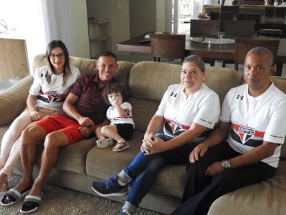 Karoline (esposa), Marcos Guilherme, Eva (mãe) e Jose Inácio (pai) (Foto: Marcelo Hazan)
