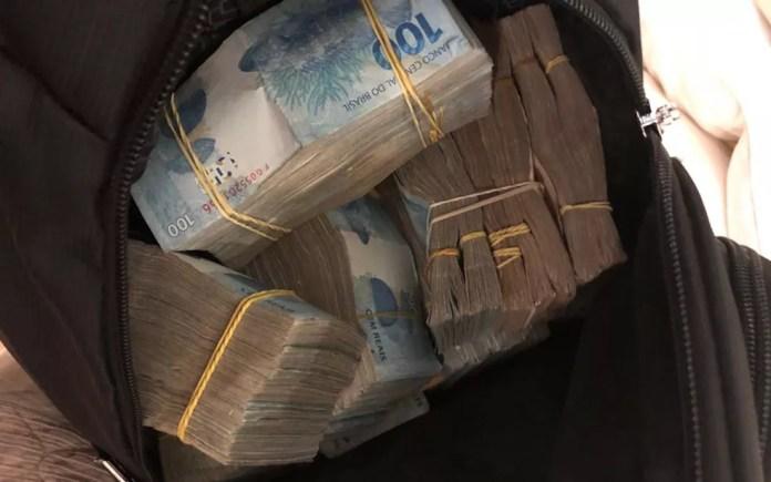 Maços de dinheiro apreendido durante Operação Sustentação, em SP — Foto: Divulgação/Deic