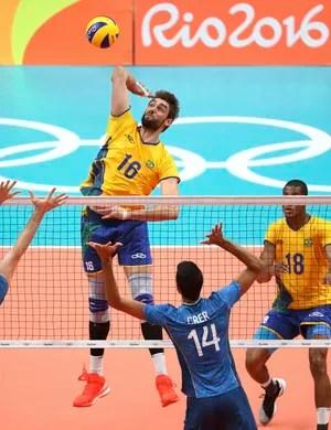 brasil, argentina, brasil x argentina, vôlei masculino, lucão (Foto: REUTERS / Yves Herman)