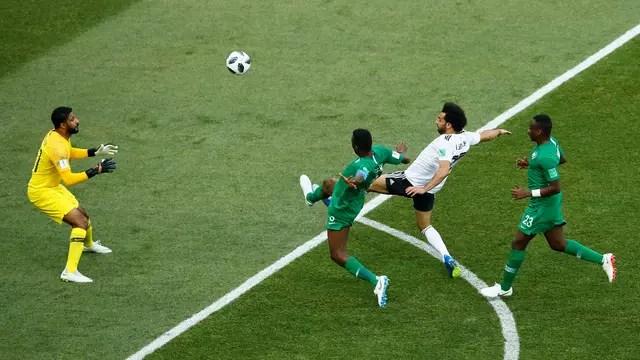 Salah encobre o goleiro e marca um golaço em cima da Arábia Saudita