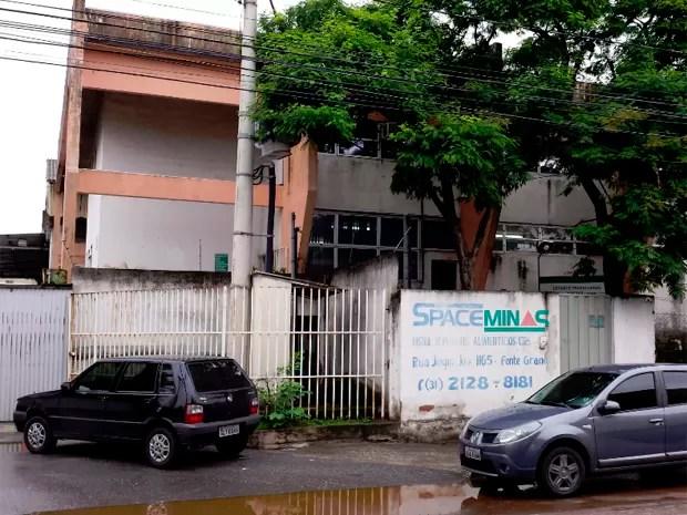 Fachada de empresa em Contagem, onde mandados foram cumpridos.   (Foto: Pedro Ângelo/ G1)