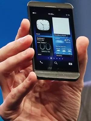 Dispositivo Z10 é a versão do BlackBerry 10 com tela sensível ao toque de 4,2 polegadas (Foto: Mario Tama/Getty Images/AFP )