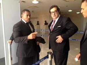 O advogado Luiz Fernando Pacheco, que comanda a defesa do ex-deputado José Genoino (PT-SP), foi retirado do plenário do STF por ordem de Joaquim Barbosa (Foto: Mariana Oliveira / G1)