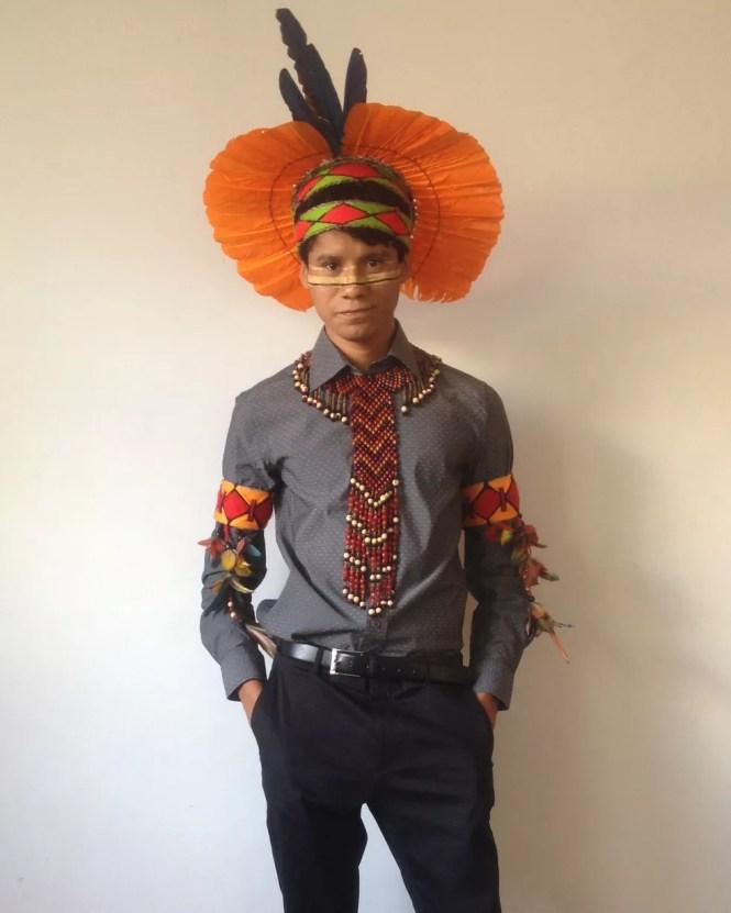 Vazigton, índio Pataxó, colou grau usando cocar e outros adereços de sua tribo (Foto: Arquivo pessoal/Reprodução)