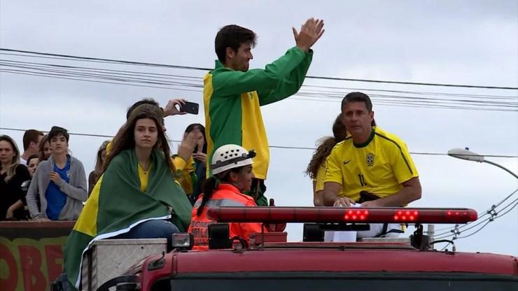 Apoio do pai Fabiano (à dir.) foi fundamental para carreira de João Menezes — Foto: Reprodução/TV Integração