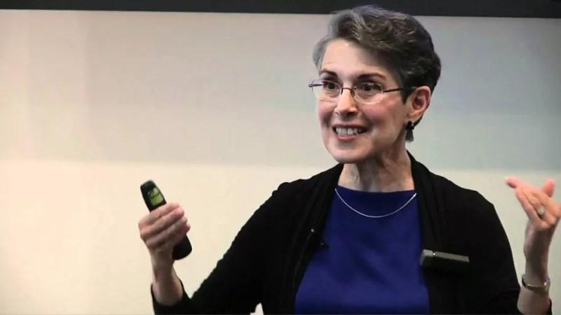 """A professora Teresa Amabile, da Harvard Business School: """"as pessoas que planejam a aposentadoria focam apenas no aspecto financeiro, esquecendo-se de que este é também um exercício psicológico""""  — Foto: YouTube"""