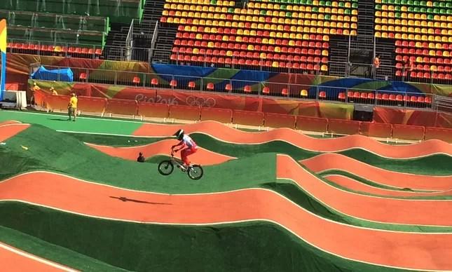 Pista de BMX do Parque Radical em dia de teste