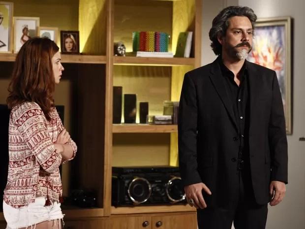 Maria Isis acompnha de perto a discursão do casal  (Foto: Inácio Moraes/TV Globo)
