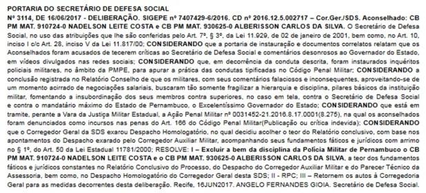 Portaria com a exclusão dos dois policiais foi publicada no Diário Oficial deste sábado (17) (Foto: Reprodução/Diário Oficial de Pernambuco)