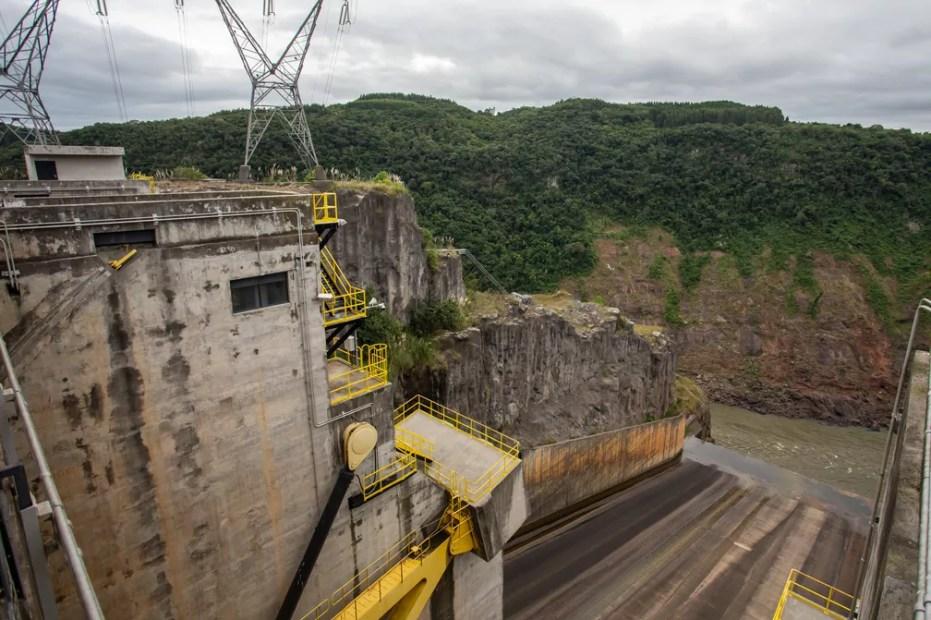 Usina Hidrelétrica de Campos Novos é uma das atingidas pelo mexilhão-dourado em Santa Catarina — Foto: Celso Tavares/G1