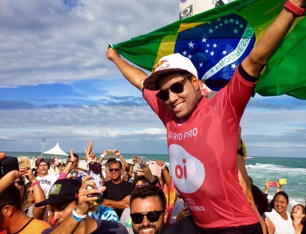 Surfista brasileiro Mineirinho (Foto: Gustavo Garcia/GloboEsporte.com)